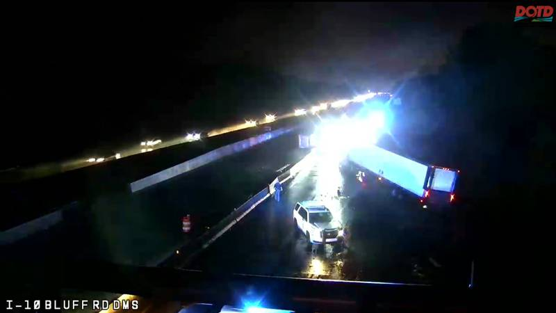 I-10 W closed before Highland Road due to a wreck.