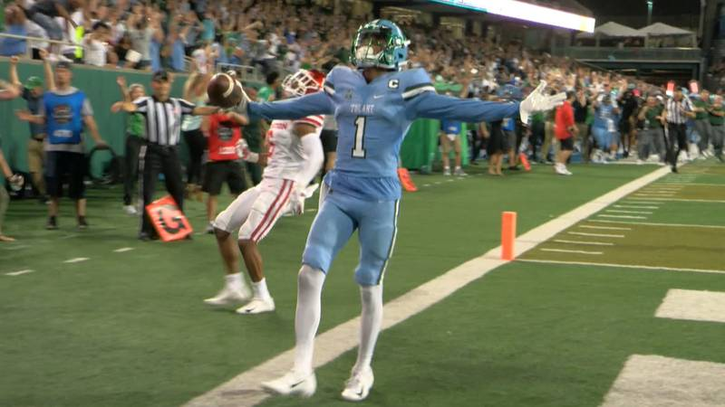 Tulane wide receiver Jalen McCleskey catches game-winning pass to defeat Houston.