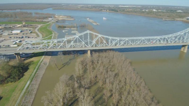 Huey P. Long Bridge (Old Bridge) on US 190 crossing the Mississippi River