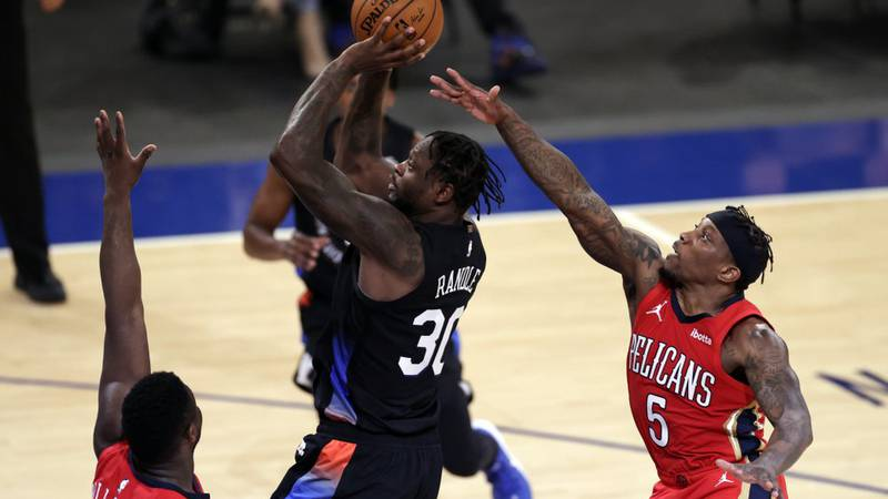 New York Knicks forward Julius Randle (30) shoots in front of New Orleans Pelicans guard Eric...