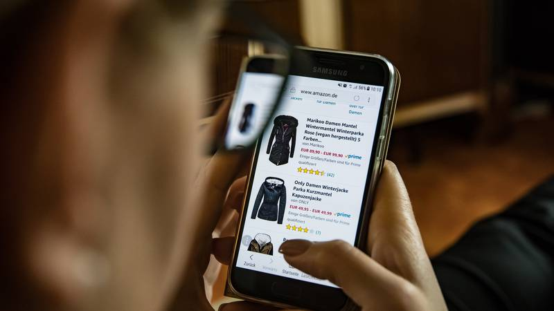 Tips on checking price differences while shopping online.