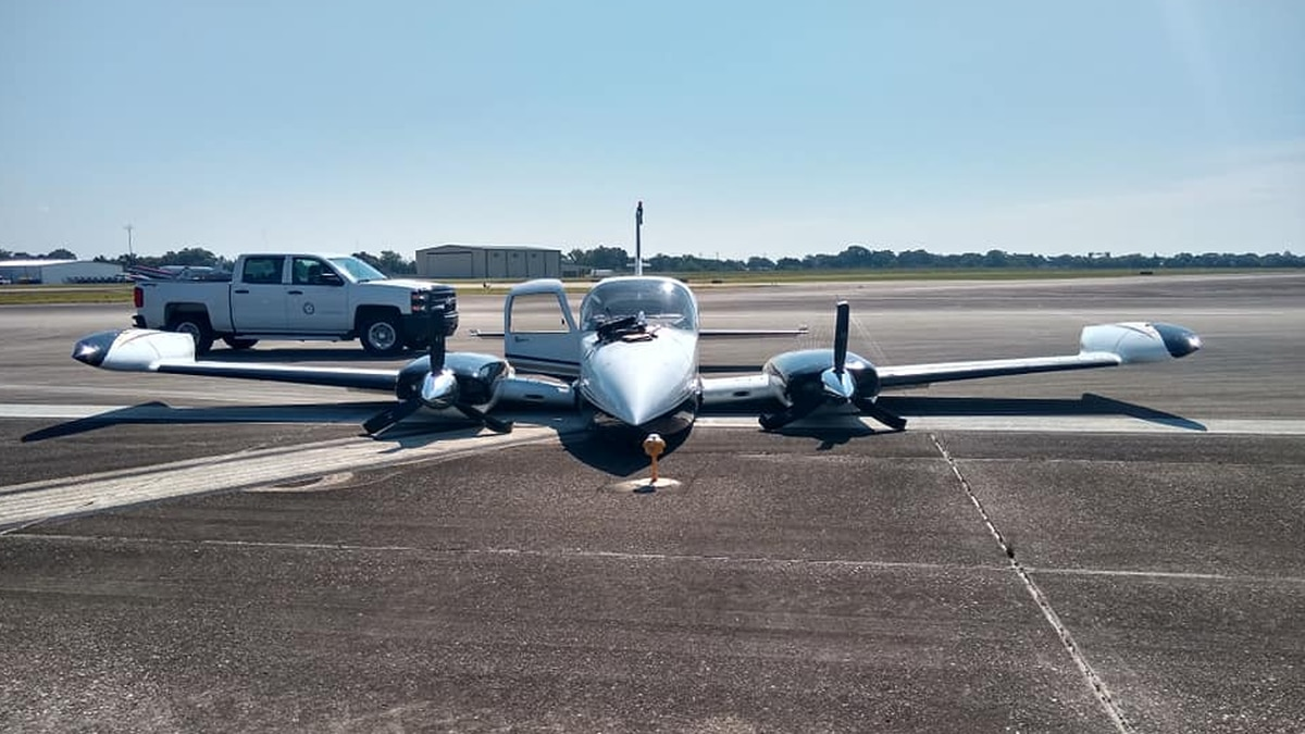 A small plane crashed after its landing gear failed at the Houma-Terrebonne airport.