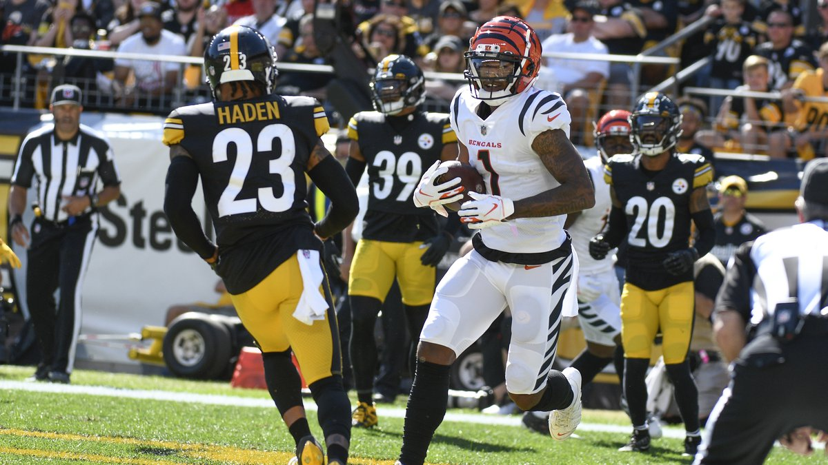 Cincinnati Bengals wide receiver Ja'Marr Chase (1) plays in an NFL football game against the...