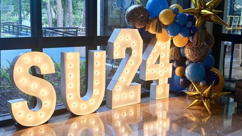 SU move-in day decorations