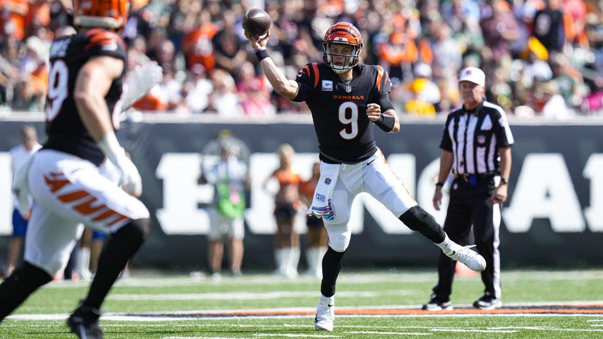 Cincinnati Bengals quarterback Joe Burrow (9) throws against the Green Bay Packers in the first...