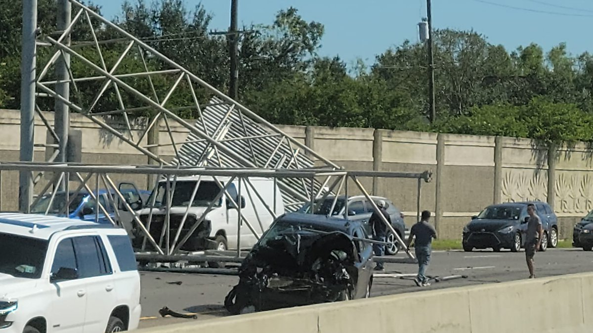 A traffic sign for the West End Blvd./Florida Blvd. Exit 231B fell into traffic on the I-10...