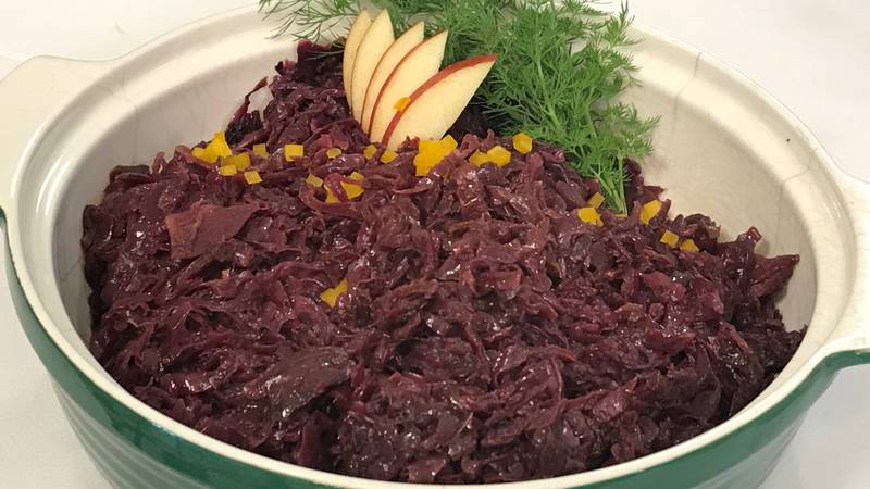 Braised red cabbage in apple cider