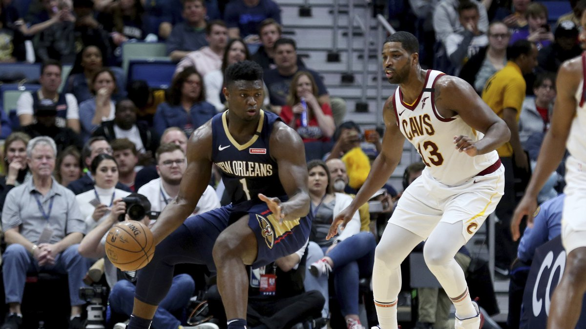 New Orleans Pelicans forward Zion Williamson (1) drives as Cleveland Cavaliers center Tristan...