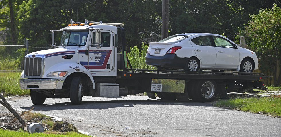 Roadrunner leaves the scene with a vehicle carrying the deceased as Baton Rouge Police...