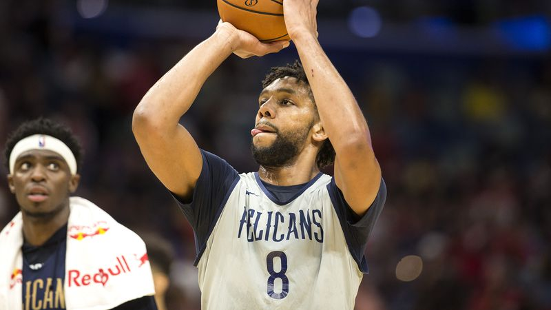More than 10,000 fans got their first look at the new squad. The Pelicans held an open practice...