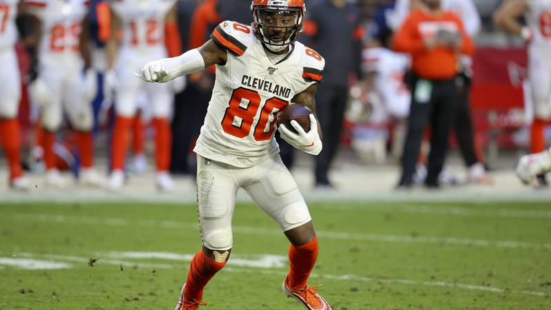 Cleveland Browns wide receiver Jarvis Landry (80) runs after the catch against the Arizona...