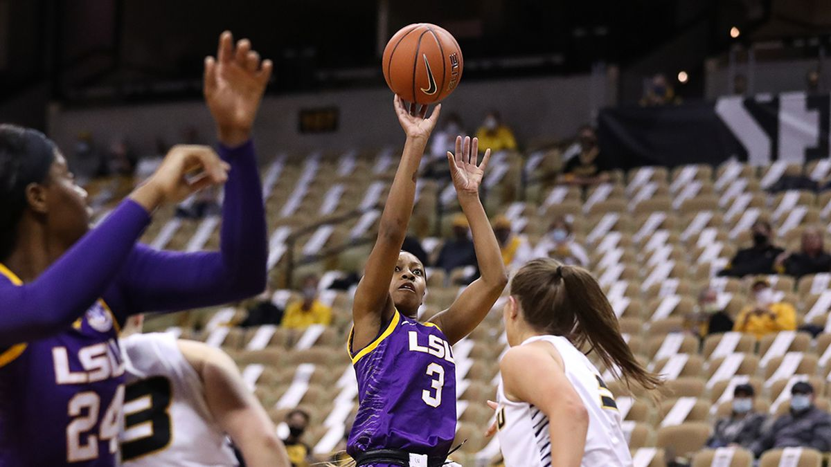 LSU guard Khayla Pointer (3) goes up for a jump shot against the Mizzou Tigers at Mizzou Arena...