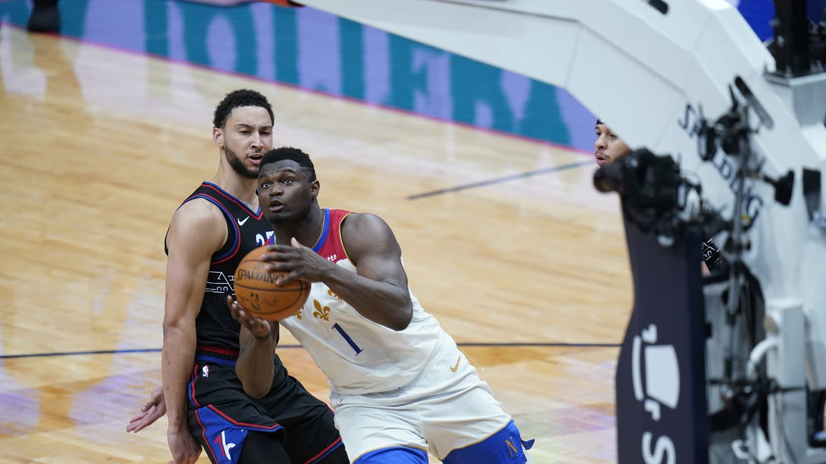 New Orleans Pelicans forward Zion Williamson (1) goes to the basket in front of Philadelphia...
